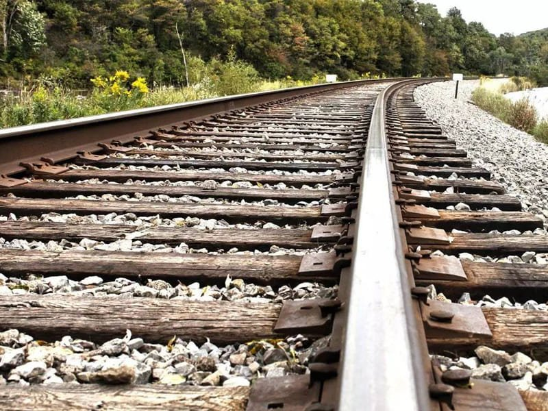 how-to-buy-rail-track-featured