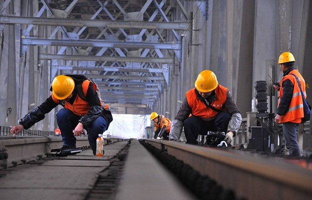 railroad-track-inspection-working-site