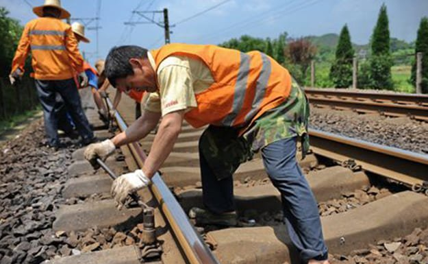 railway track manual maintenance