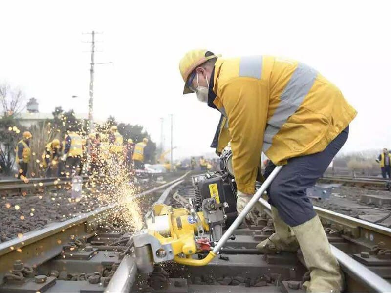 rail-grinding-on-railroad-track
